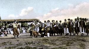 Músicos tocando en el centro de Asunción en alguna fiesta popular (Colección Charles Müller)